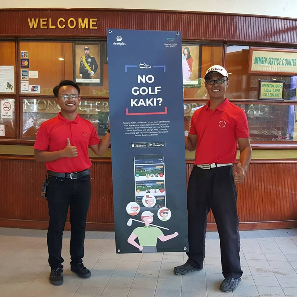 The-staff-members-of-Tanjong-Puteri-Golf-Resort-with-the-Deemples-banne