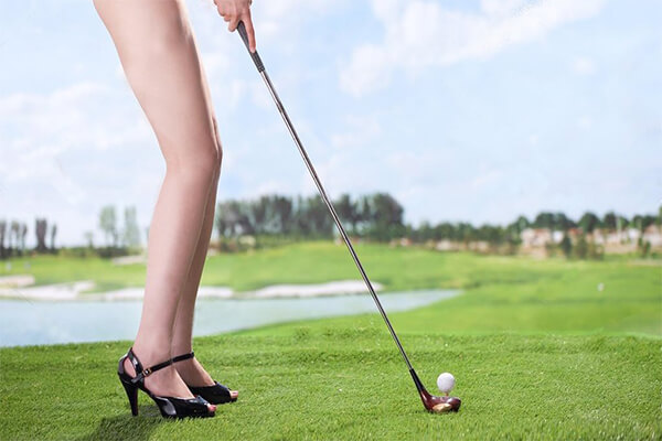 weird-facts-about-golf-naked-golf-course