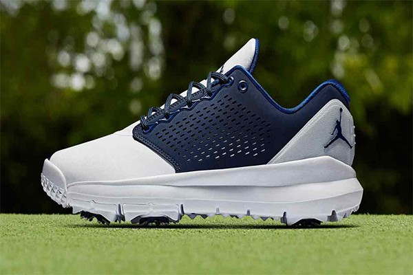 golf-shoes-golf-accessories