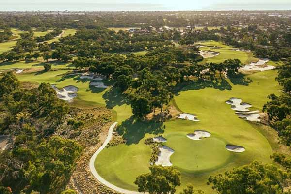 Peninsula Kingswood Country Golf Club golf courses in Melbourne